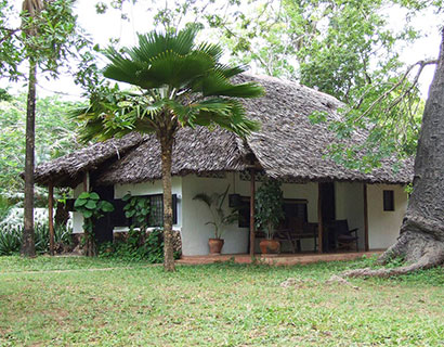 private beach accommodation, Diani House